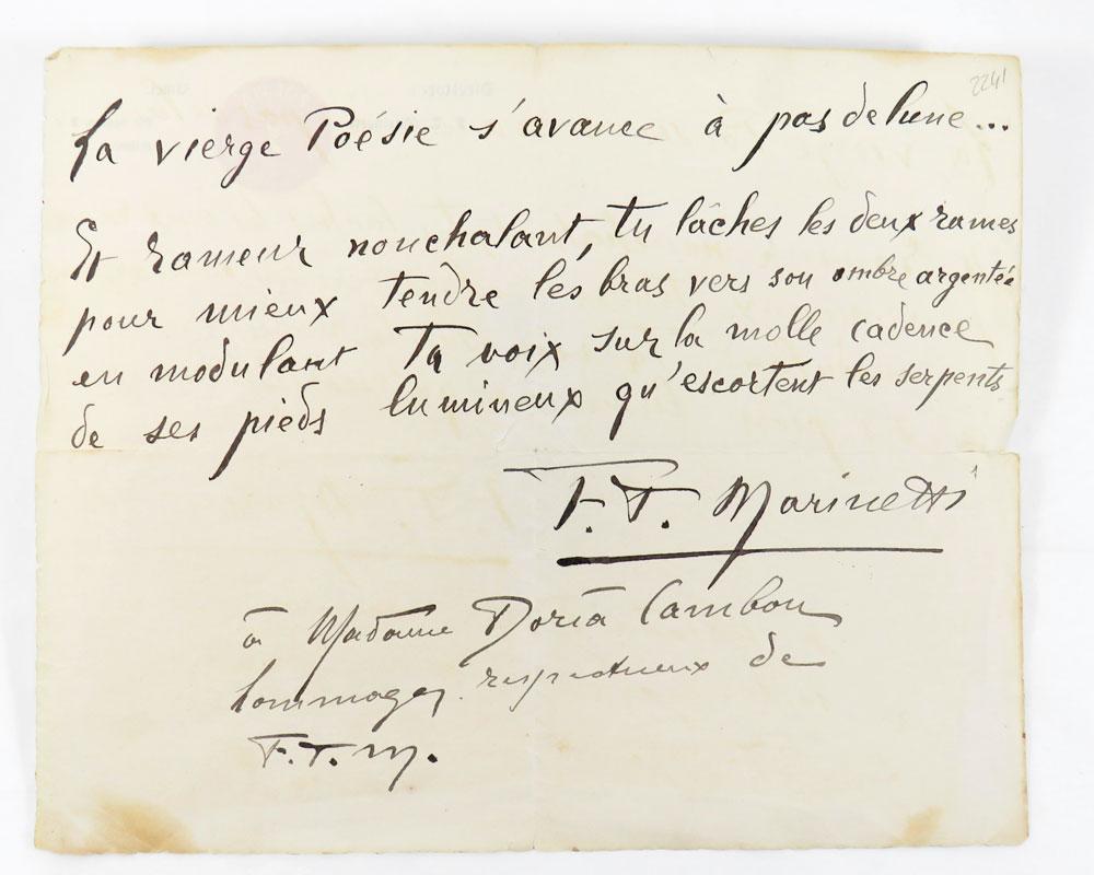 brano poetico autografo firmato dedicato a nella doria cambon: «la vierge poesie s'avance à pas de lune» (al verso della carta intestazione «poesia: rassegna internazionale»)